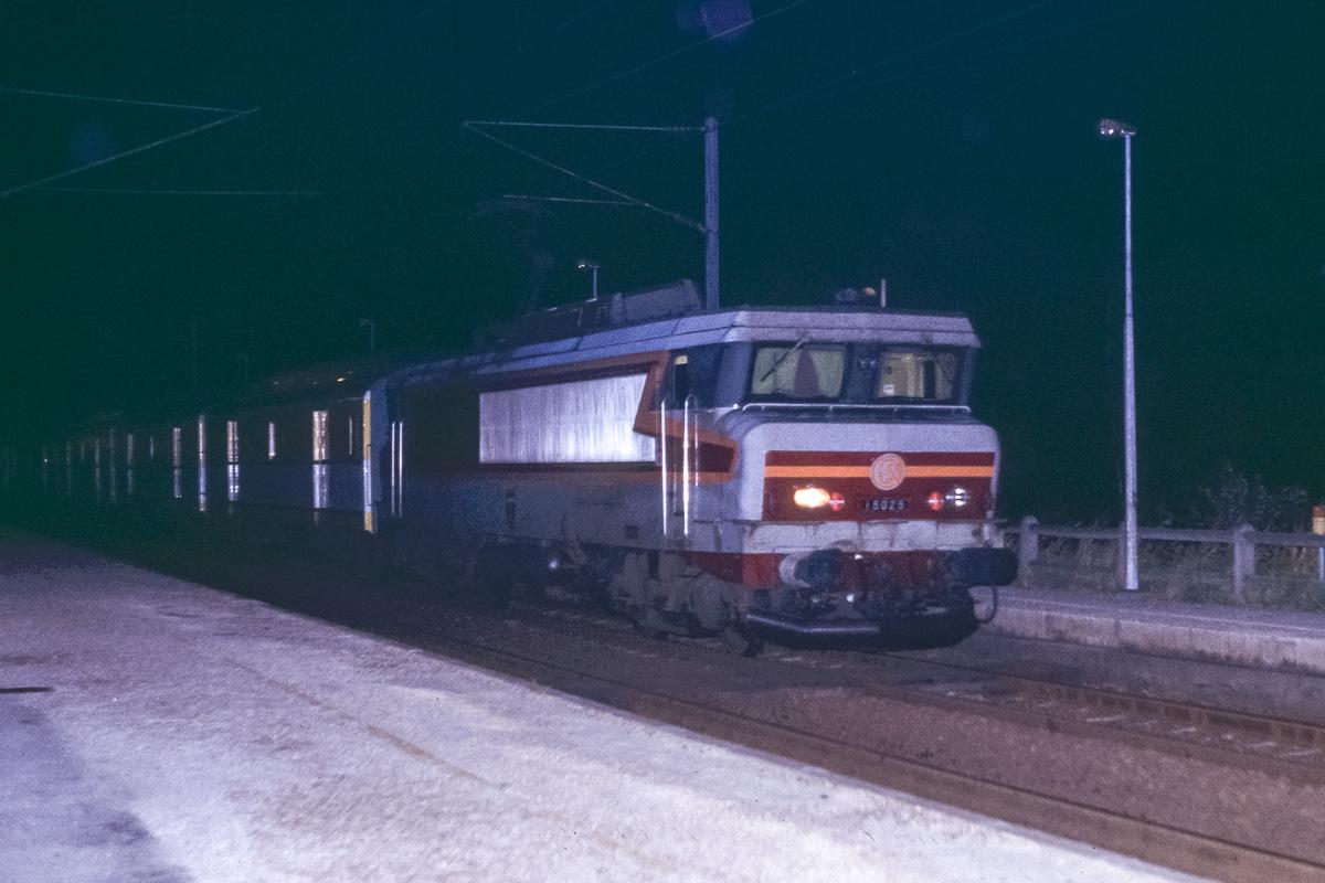 1er juillet 1995. La BB15025 assure la traction du dernier train postal entre Strasbourg et Paris.