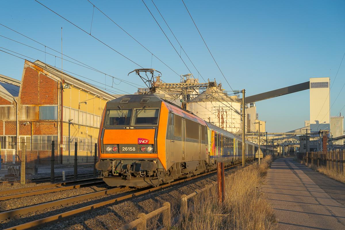 2019 marque le retour des rames tractées entre Strasbourg et Paris comme ici avec la BB26158.