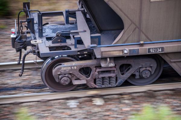 Planche 7 : Queue d'un convoi de charbon (1/30s f4.5 400ISO). Octobre 2010.