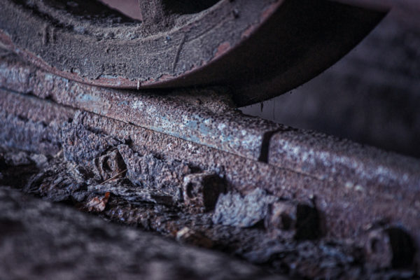 Planche 9 : L'usure du temps. Appréciez la corrosion qui se détache de la table de roulement. Mais 2011. [Color Efex]