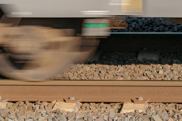 Planche 18 : Le train qui passe (en l'occurence une Z11500) (1/200s f10 200ISO). Septembre 2009.