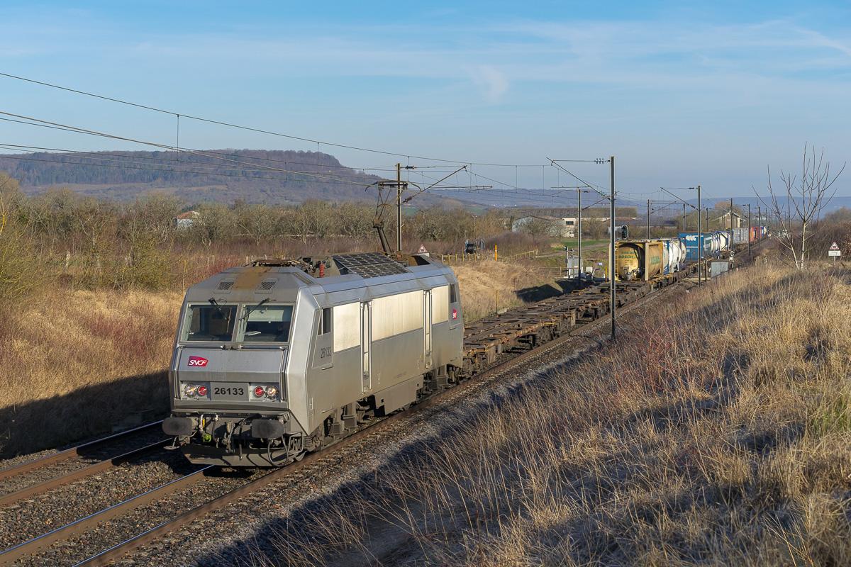 La BB26133 est photographiée en tête d'un train reliant Woippy à Perpignan.