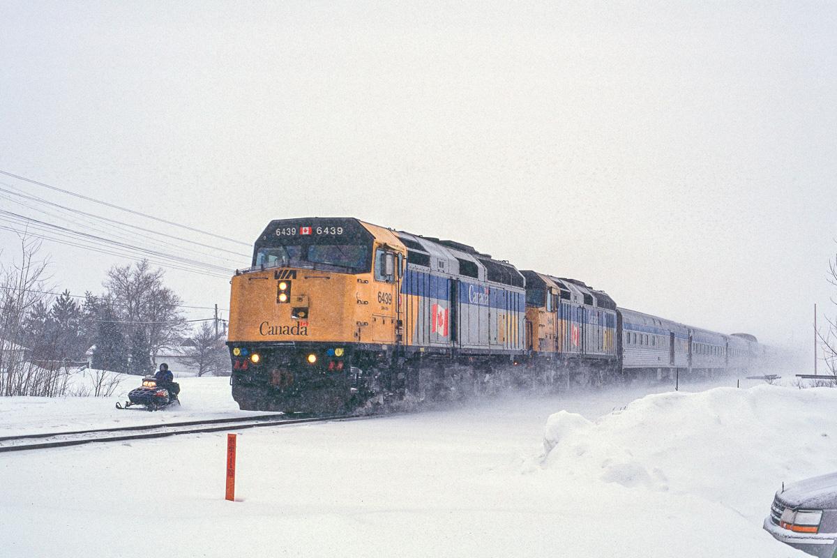 Le Canadien arrive en gare de Sudbury Junction. Il n'est qu'au début de son périple qui va le mener au travers du Canada entier.