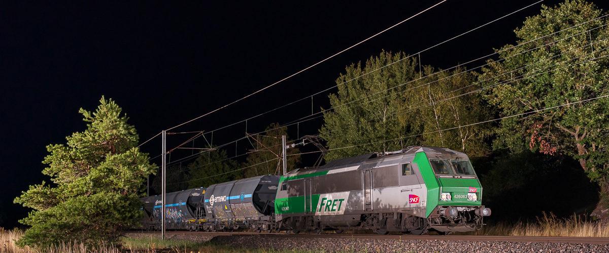 La BB26063 et sa saillante livrée Fret est photographié en route vers le Sud de la France.
