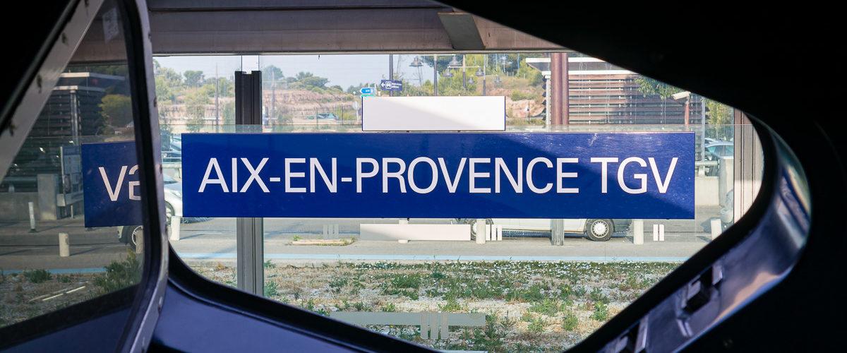 La temps d'un arrêt de quelques minutes, je profite des parfums de la garigue. J'emmène une rame TGV Duplex vers Lille.