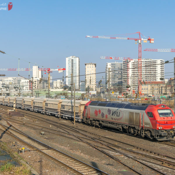 Train VFLI Pagny-sur-Meuse à Varangéville. Euro 4000 4028. Nancy (54, France) Ligne 1 Paris - Strasbourg