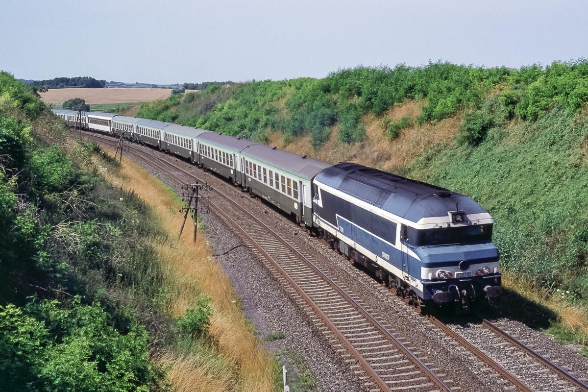 La CC72018 assure la traction d'un train vide d'Epinal à Metz composé de voitures USI.