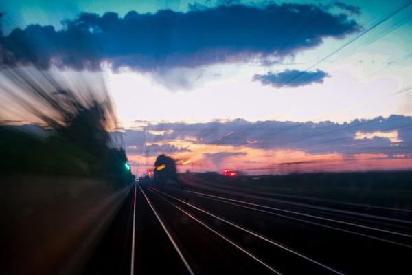 Quand la photographie se fait peinture ... RER D en direction du nord de Paris. 07/2004