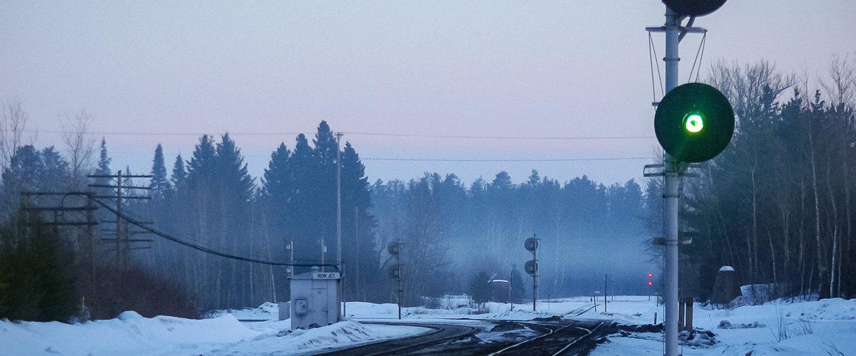 Une indication de ralentissement est présenté par ce signal du Duluth, Missabe & Iron Range. Iron Junction. 02/2005