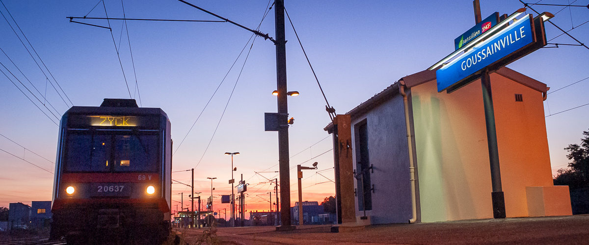 Dans quelques minutes, le train ZYCK à destination de Melun partira de la gare de Goussainville, sur le RER D. 07/2007