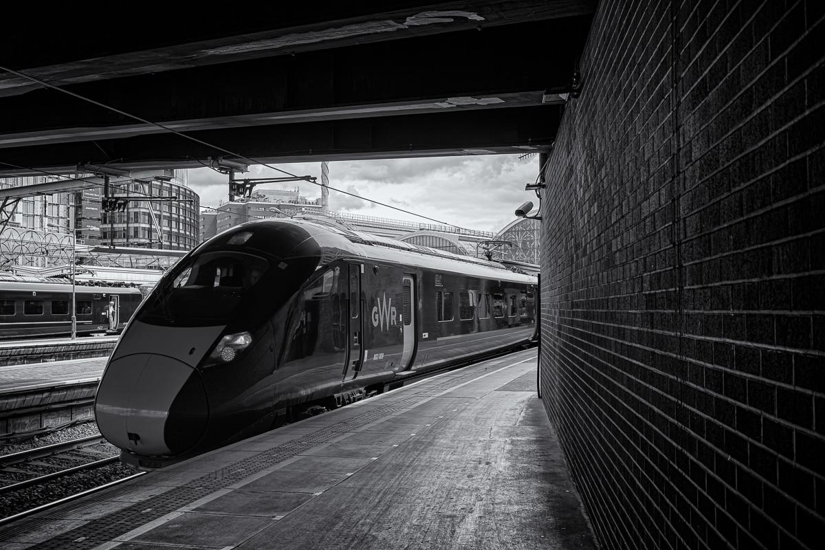 Départ du quai 1 d'un train à destination de Penzance, à l'extrémité ouest du Royaume-Uni.