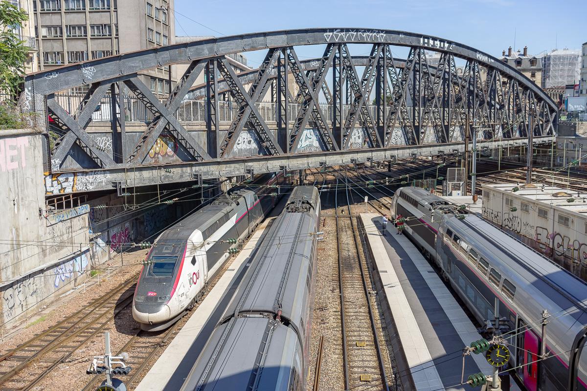 La gare de Paris-Est est monopolisée par les rame TGV Duplex en ce milieu de journée d'août.