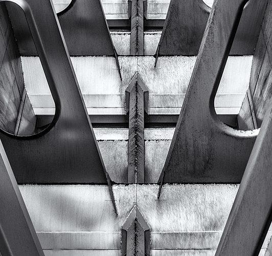 Vue de l'intérieur d'un wagon (vide) destiné au transport du charbon.