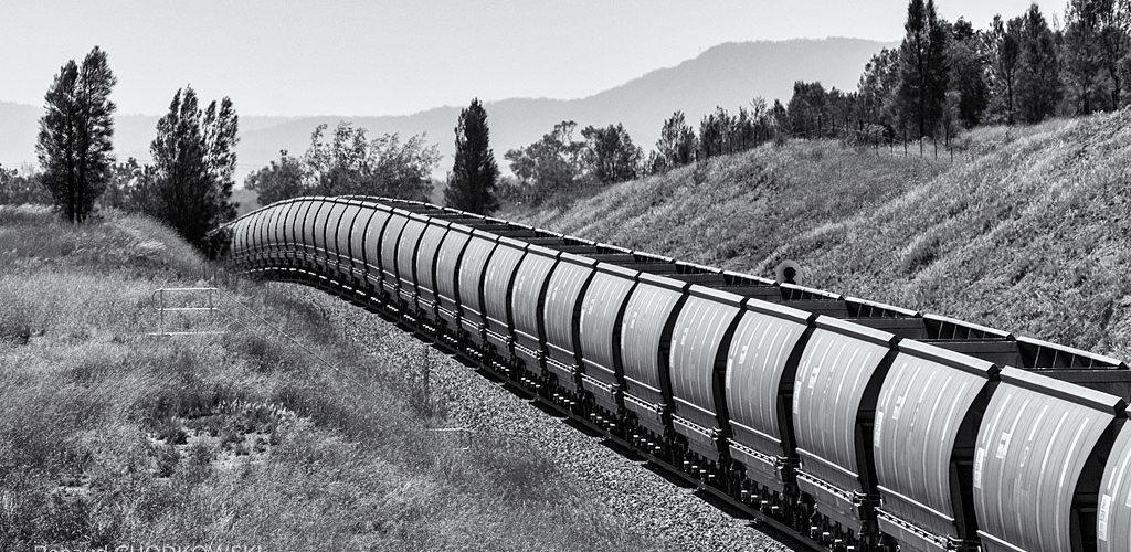 L'uniformité des rames permet d'apprécier le profil de la voie comme ici près de la mine de Mt Thorel.