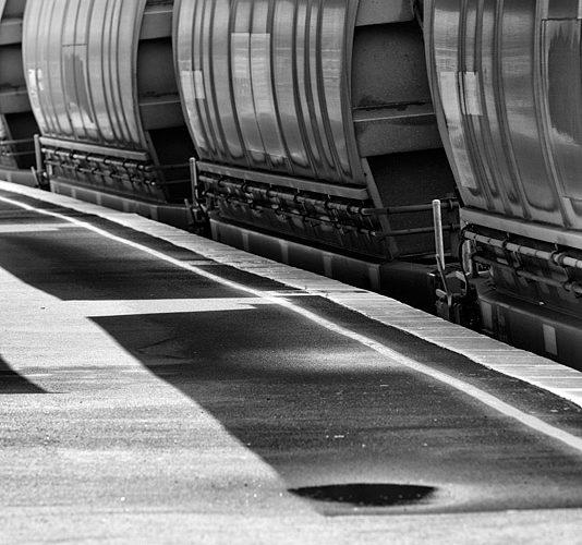 Jeux d'ombre et de lumière lors de la traversée de la gare de Mailand Est.