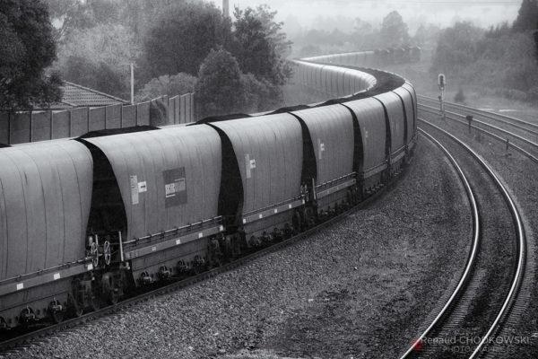Un violent orage s'abat sur ce convoi qui est presque arrivé à sa destination, le port de Newcastle.