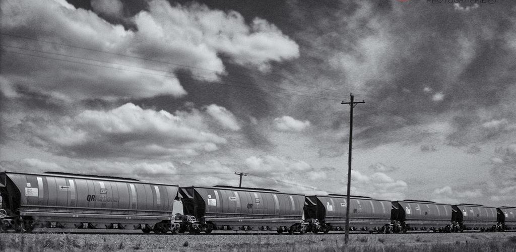 L'Australie offre des ciels d'exception comme ici avec ce train de QR National (devenu Aurizon).