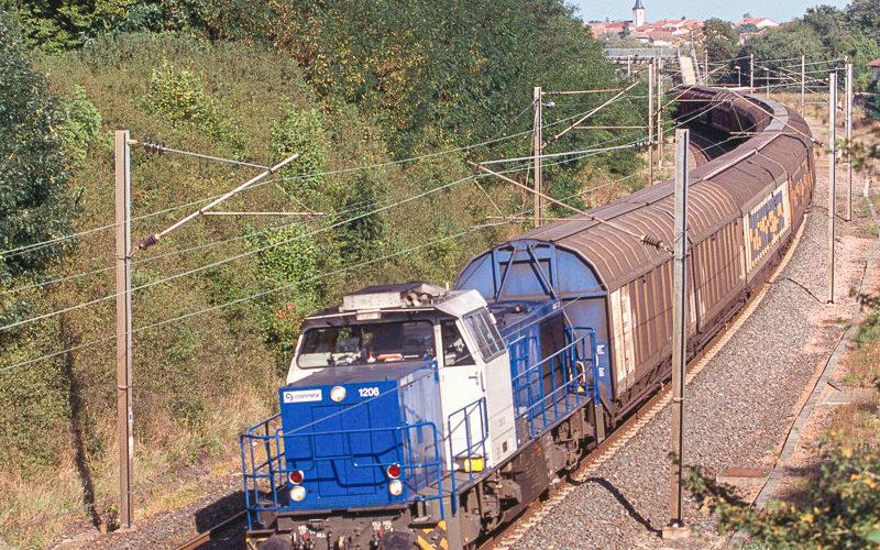 Une G1206BB de l'opérateur Connex assure un train de l'Allemagne vers les papeteries de Golbey, près d'Épinal. Septembre 2006.