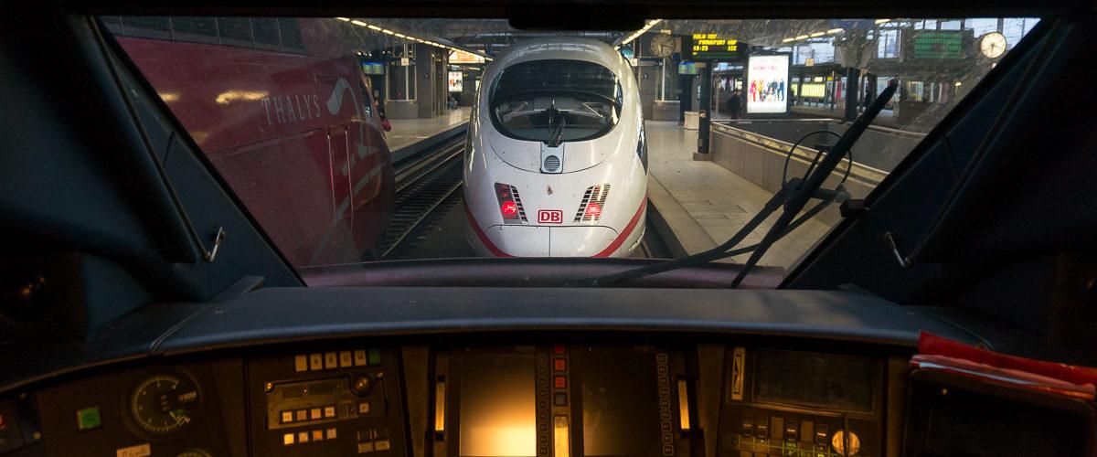 La gare de Bruxelles est l'origine de nombreux trains à grandes vitesse à destination de l'Europe entière. Ici une rame ICE pour Francfort.