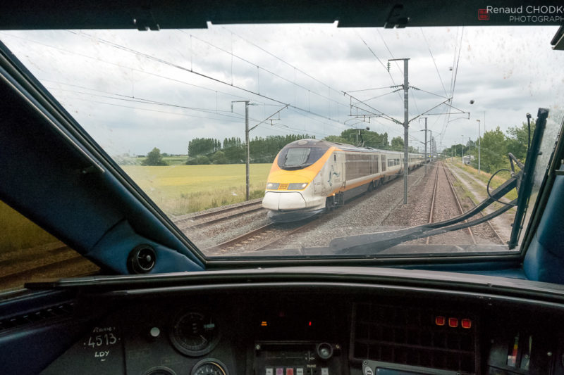 Je suis à l'arrêt à l'évitement de Wannehain avec une rame TGV vide pour Lille. L'occasion de photographier une rame TMST assurant un Londres - Bruxelles.