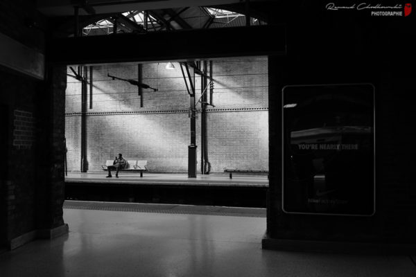 """Gare de Londres Kings Cross. """"You're nearly there""""."""