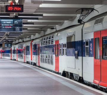 Une unité multiple de Z20500 à quatre caisses stationnent en gare de Paris-Nord.
